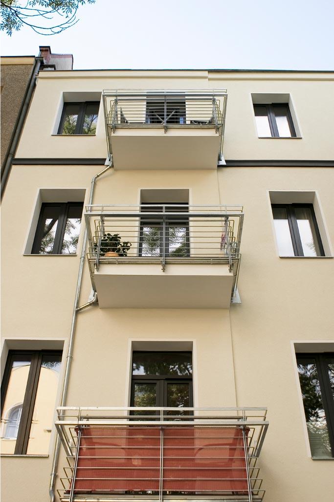 Metzer Straße Außenansicht Balkone Detail
